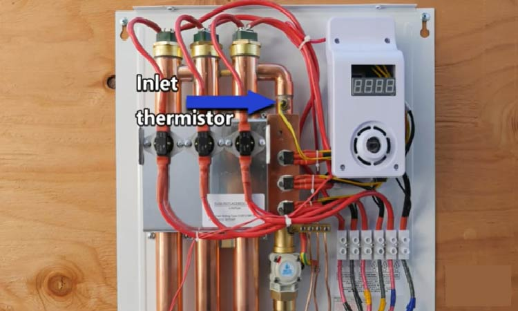 Equipped with inlet thermistor to sense the incoming water temeprature